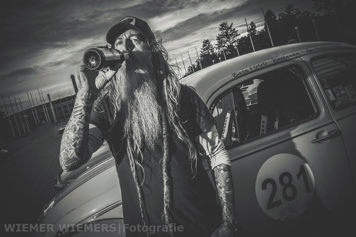 Magnus Walker drinking some Germans Beer